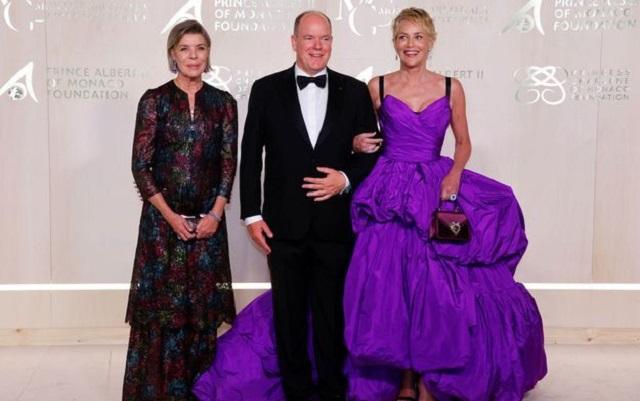 Князь Монако появился на публике с Шэрон Стоун вместо жены