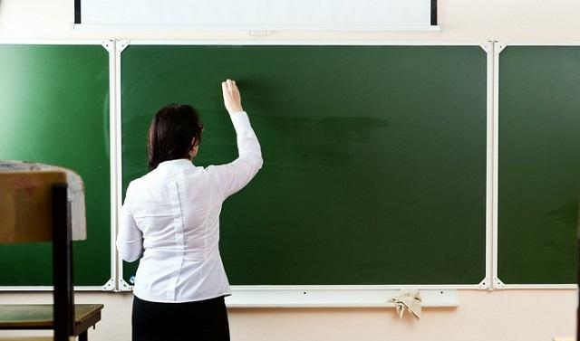 Нечаев рассказал о жалобах учителей в связи с чрезмерной отчётностью