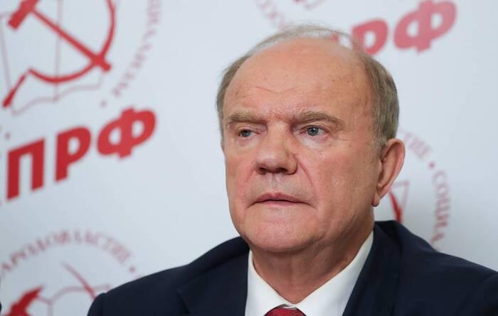Зюганов заявил, что КПРФ поддерживает действия Путина по развитию России