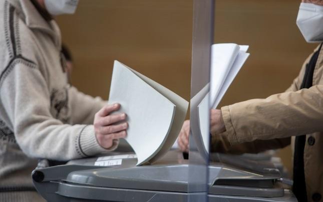 Хаос и очереди на избирательных участках в Берлине