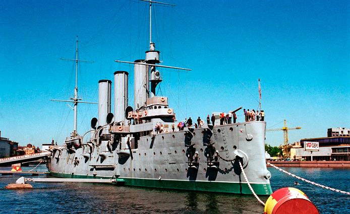 Два петербуржца пытались штурмовать корабль-музей «Аврора»