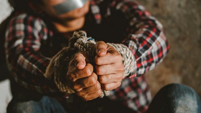 Москвичей увезли в рабство на ферму в Дагестане. Покупателем был следователь и экс-депутат