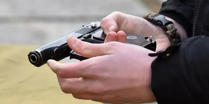 СК: в Москве мужчина попытался застрелить полицейского в здании ОВД