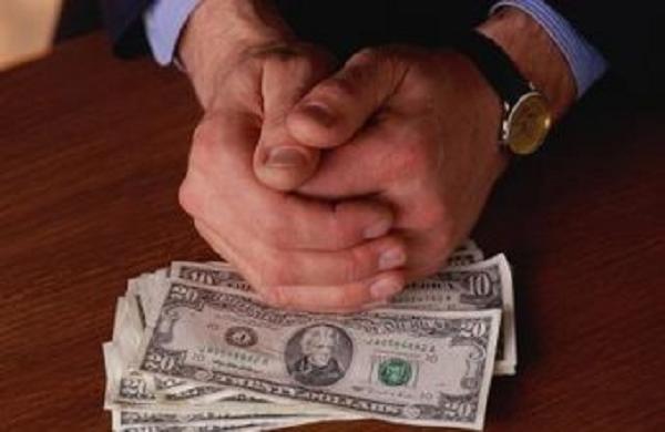 Коррупция в Украине: почему взятки повсюду и виноваты в этом все