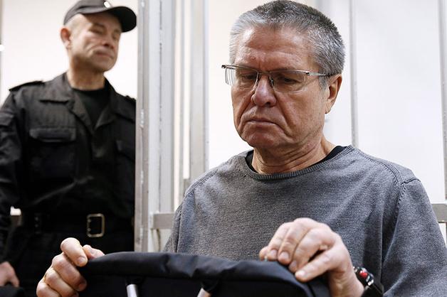 На заседание суда по делу Улюкаева принесли коробку с 2 млн долларов