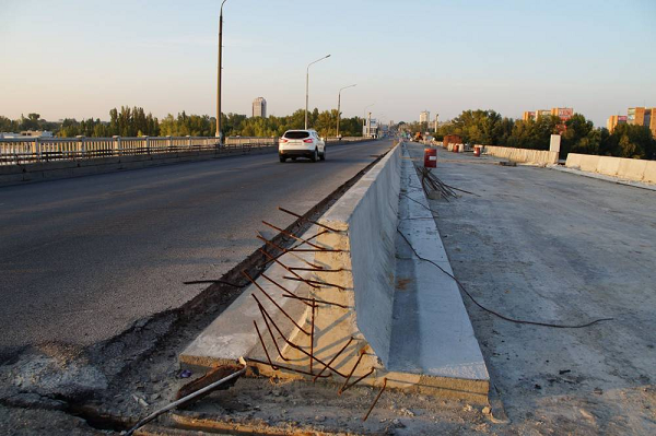 Мост Днепра за 249 млн гривен под уголовным делом строит фирма, использующая труд солдат