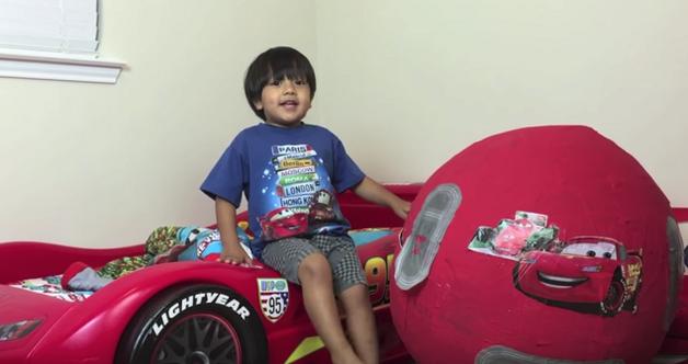 Шестилетний ребенок заработал $11 миллионов, рассказывая про свои игрушки на YouTube