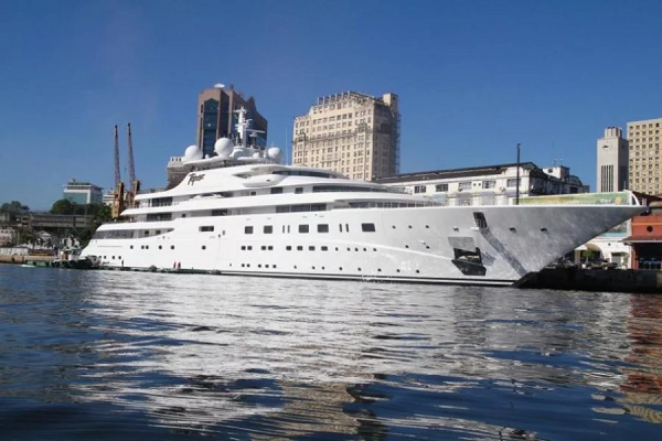 Яхты и роскошные авто за сотни миллионов: как живет коллега Ахметова