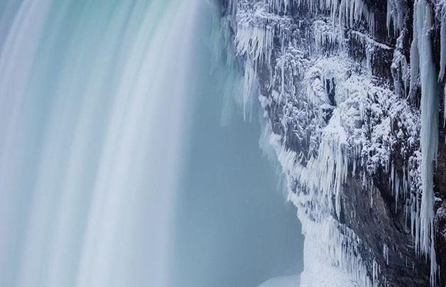 Ниагарский водопад частично замерз из-за аномального холода в США