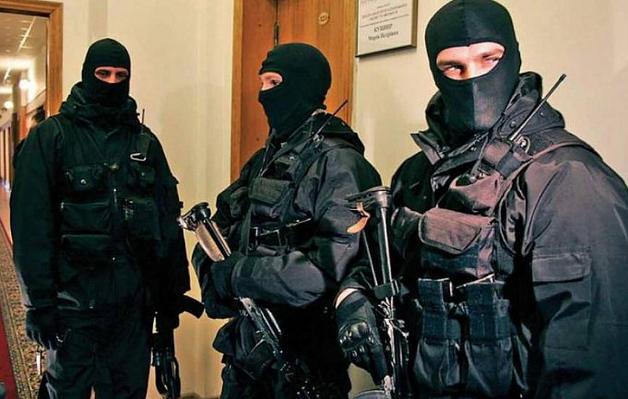 Вооруженные люди захватили премьер-министра, идут аресты