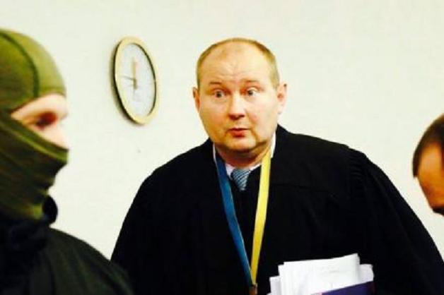 Беглого судью, хранившего взятки в трехлитровых банках, поймали в Молдове