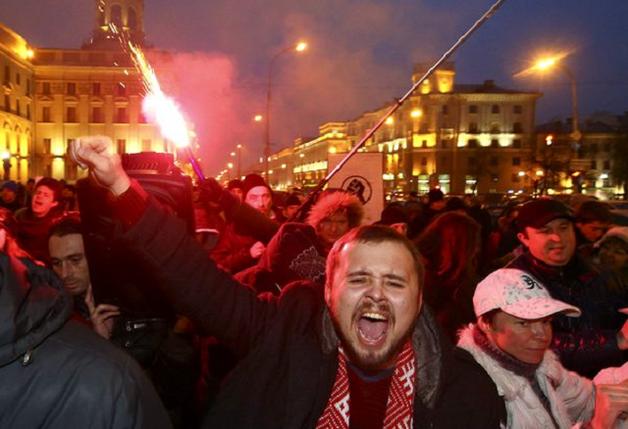 Белорусские «тунеядцы» — о том, зачем выходят на площади