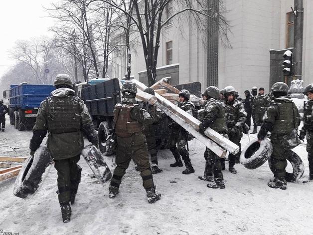 Полиция штурмовала лагерь протестующих под Радой, есть раненые