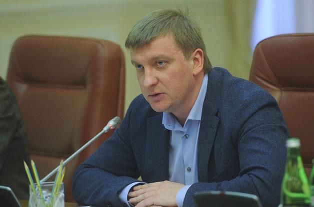 Минюст устраняет конкурентов в гонке рейдеров: Павел Петренко и Павел Мороз создали полноценное ОПГ