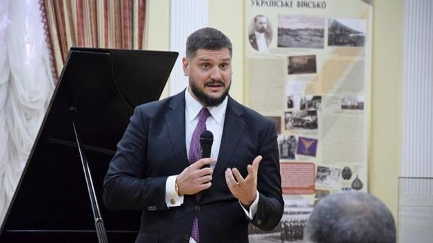 Золото, партия Путина и пощечина от Тимошенко. Как живется Савченко