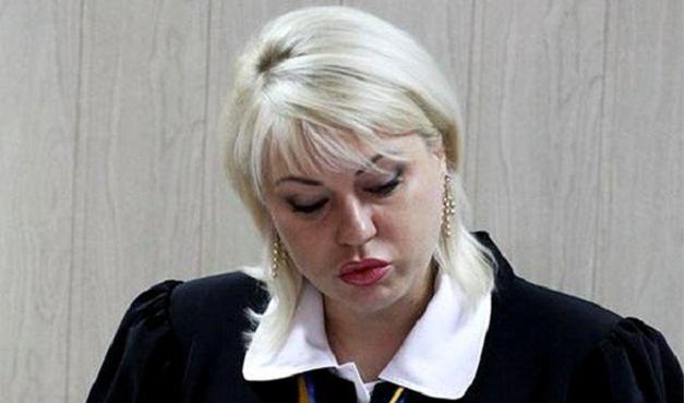 Судья Оксана Эпель: богатый, но малограмотный судья успешно строит карьеру