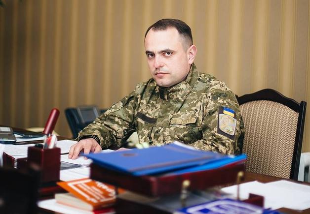 Военный прокурор Сенюк получил трехкомнатную квартиру