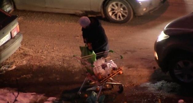 Жители Саратова устраивают «ночную охоту» за просроченными продуктами