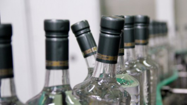 Под Киевом обнаружили производство контрафактного алкоголя по размаху не уступающее государственному