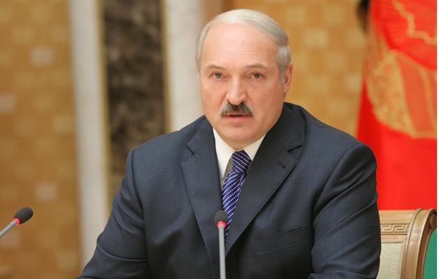 Лукашенко - чиновникам: Трудоустройте жен, мужей и любовниц