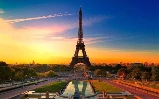 """В Париже первомайская демонстрация разбила и подожгла """"Макдональдс"""""""