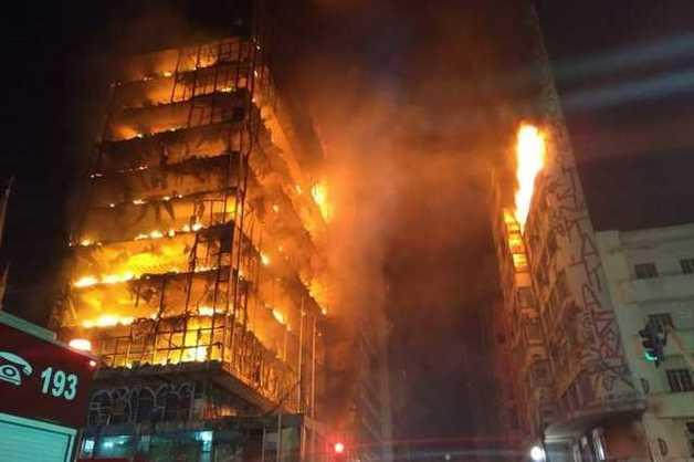 Появилось видео, как рухнул горящий 26-этажный жилой дом в Сан-Паулу