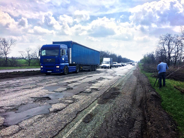На Днепропетровщине бесследно исчезли выделенные на дороги 600 млн