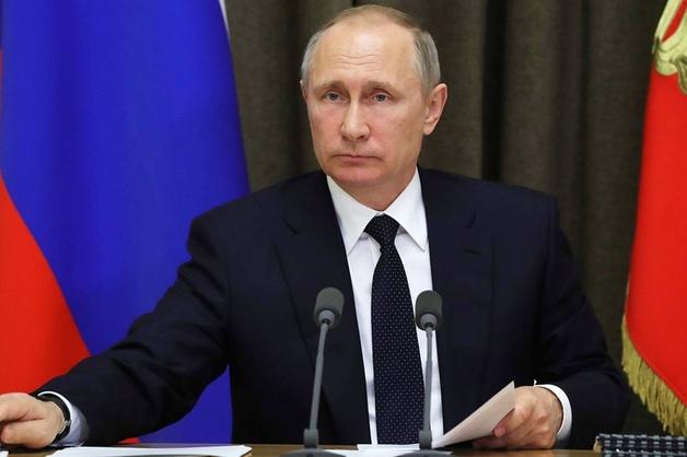 Путин отправил в отставку пятерых генералов МВД и СК