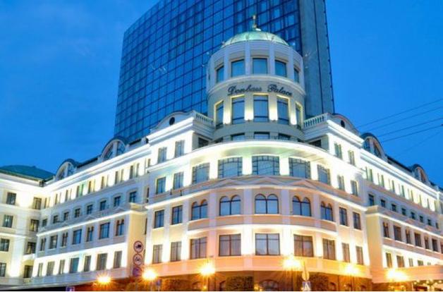 «Национализация» по-ДНРовски: на отжатой у Ахметова гостинице «Донбасс Палас» унизительное нововведение