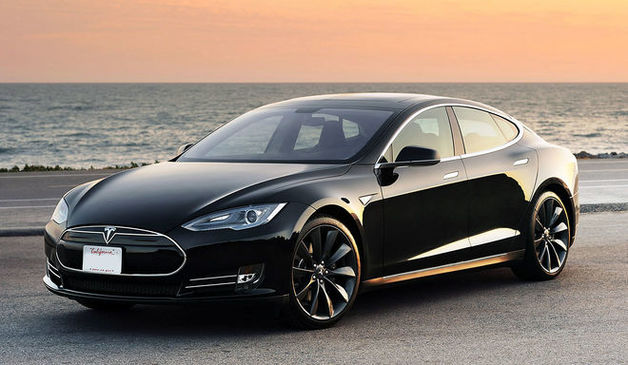 Три Tesla и миллионы наличных: как живет семья главного налоговика Одессы