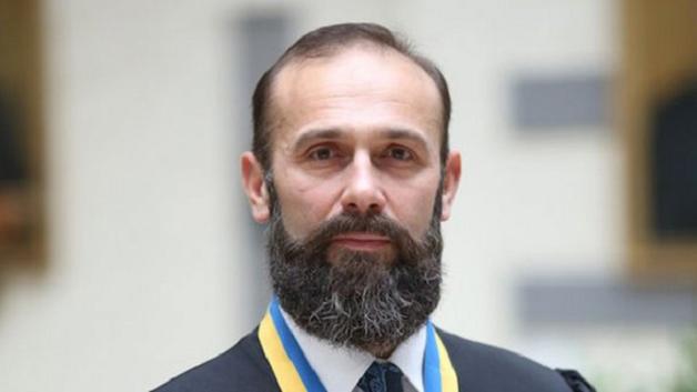 Артур Емельянов, скандальный судья, купил всех кого стоило и готов вернутся