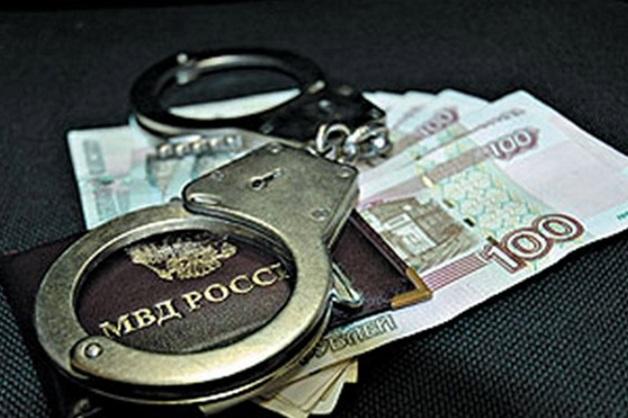 В Астраханской области двоих сотрудников ОЭБиПК и оперативника угрозыска подозревают в получении взяток