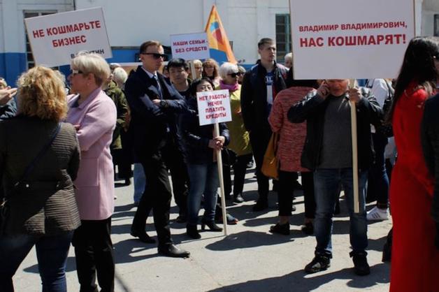 Хабаровские бизнесмены вышли на пикет после закрытия торговых центров из-за проверок МЧС