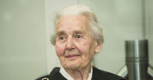Правосудие! В Германии 89-летнюю женщину осудили за отрицание Холокоста