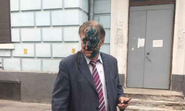 В Киеве главу «Россотрудничества» Воробьева облили зеленкой и фекалиями