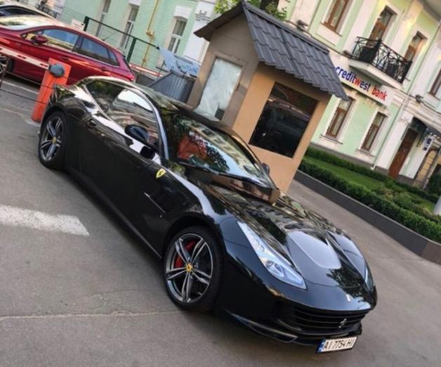 Не на бляхах: новейшая Ferrari за 9 миллионов уже «засветилась» в Украине