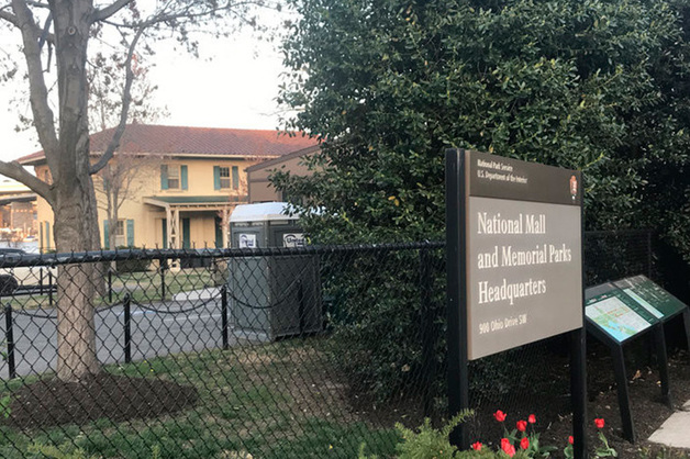 Санкции против Вексельберга оставили центр Вашингтона без туалетов