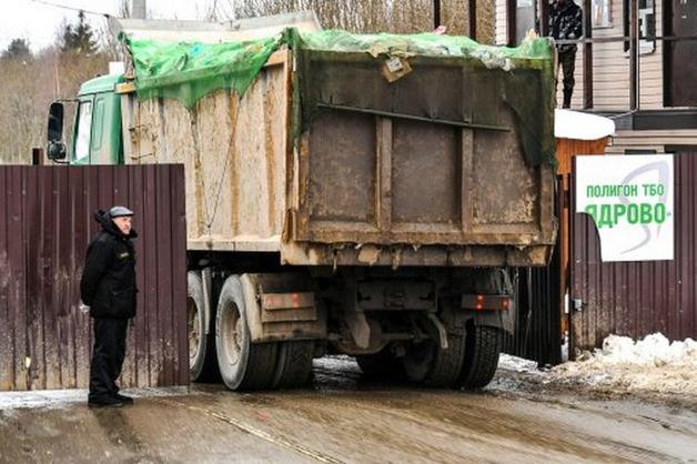 Обстрелян мусоровоз у полигона «Ядрово». Водитель ранен