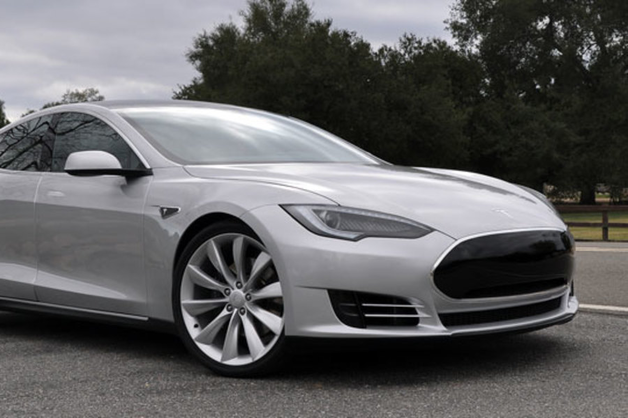 Сгорели заживо: Tesla попала в новый скандал
