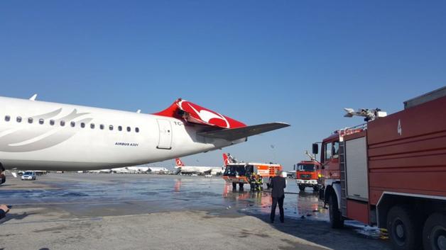 В аэропорту Турции столкнулись два самолета