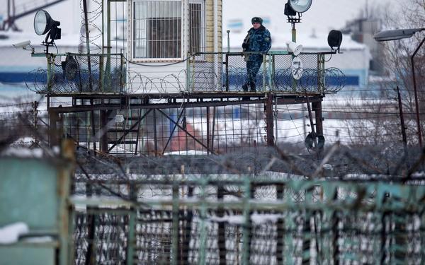 Пыточные тюрьмы современной России: «И стали ложкой засовывать мне эту кашу в задний проход»