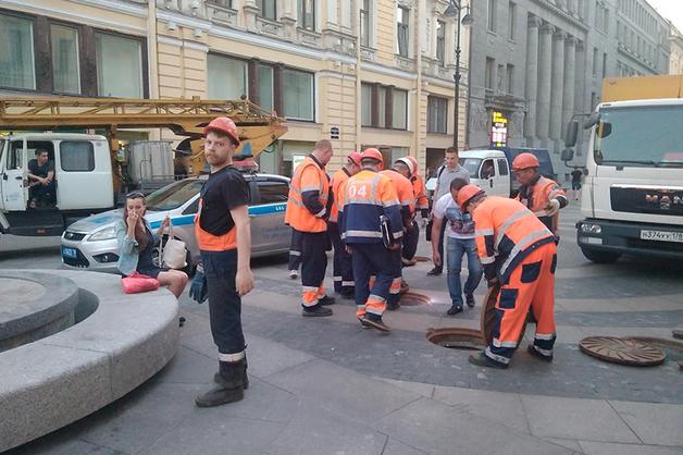 ФСО к приезду Медведева заглядывает во все люки у Дворцовой