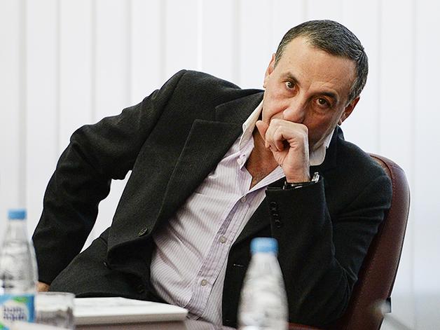 """Владелец украинских облэнерго больше не сможет показывать """"факи"""" правой рукой"""