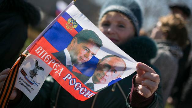 Оккупация она такая: «Что-то не то в российских паспортах крымчан – будто черная метка стоит»