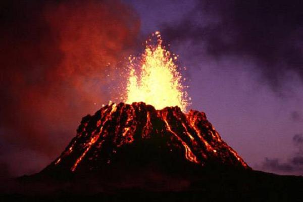 Гавайская богиня Пеле «расплакалась» так сильно, что пришлось эвакуировать 2000 человек, Гавайи под угрозой исчезновения