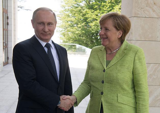 Путин пообещал Меркель, что транзит газа через Украину не прекратится