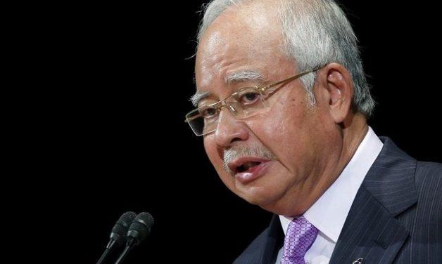 У экс-премьера Малайзии нашли сумки, набитые деньгами и драгоценностями