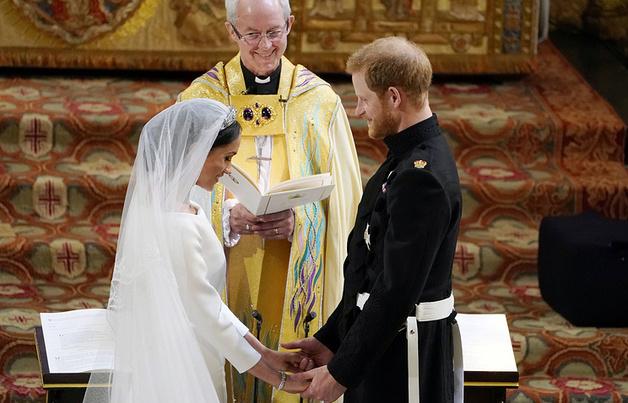 «Размахивал руками, кричал и вращал глазами»: Британия в шоке от специального гостя Гарри и Меган