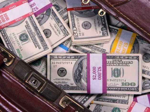 В определенные месяцы курс доллара у нас должен дойти до 35 гривен — эксперт
