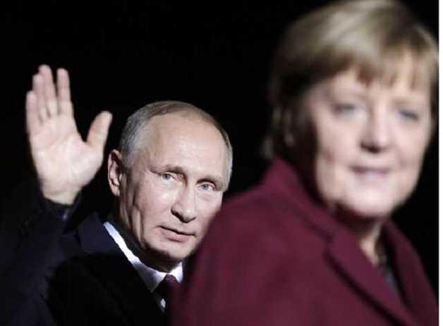 В Германии считают, что Путин оскорбил Меркель, подарив букет цветов